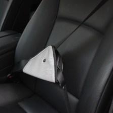 儿童安全带调节固定器防勒脖简易安全座椅汽车保险带安全带护肩套【颜色随机】
