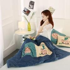 宏畅 车载抱枕车用枕头被子两用 保暖水晶绒抱枕被 恐龙宝贝【40*40cm,展开110*150cm】